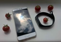 Xiaomi Mi 5 ir Xiaomi Mi Band 2